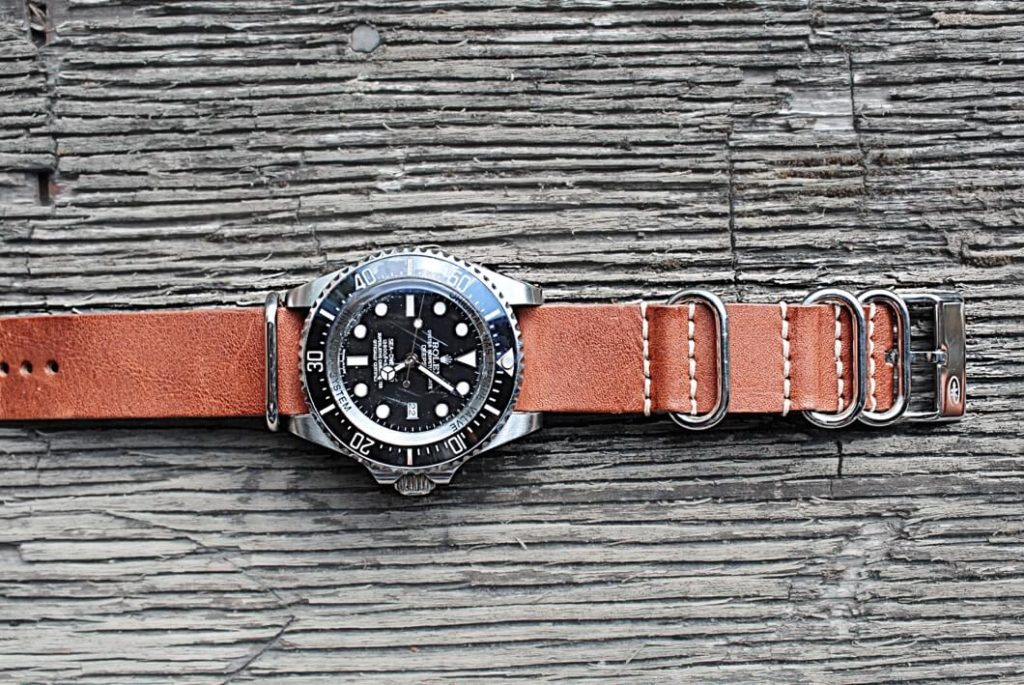 The picture shows the watch Rolex Sea Dweller with https://stylechrono.se own watch bracelet Nato vintage